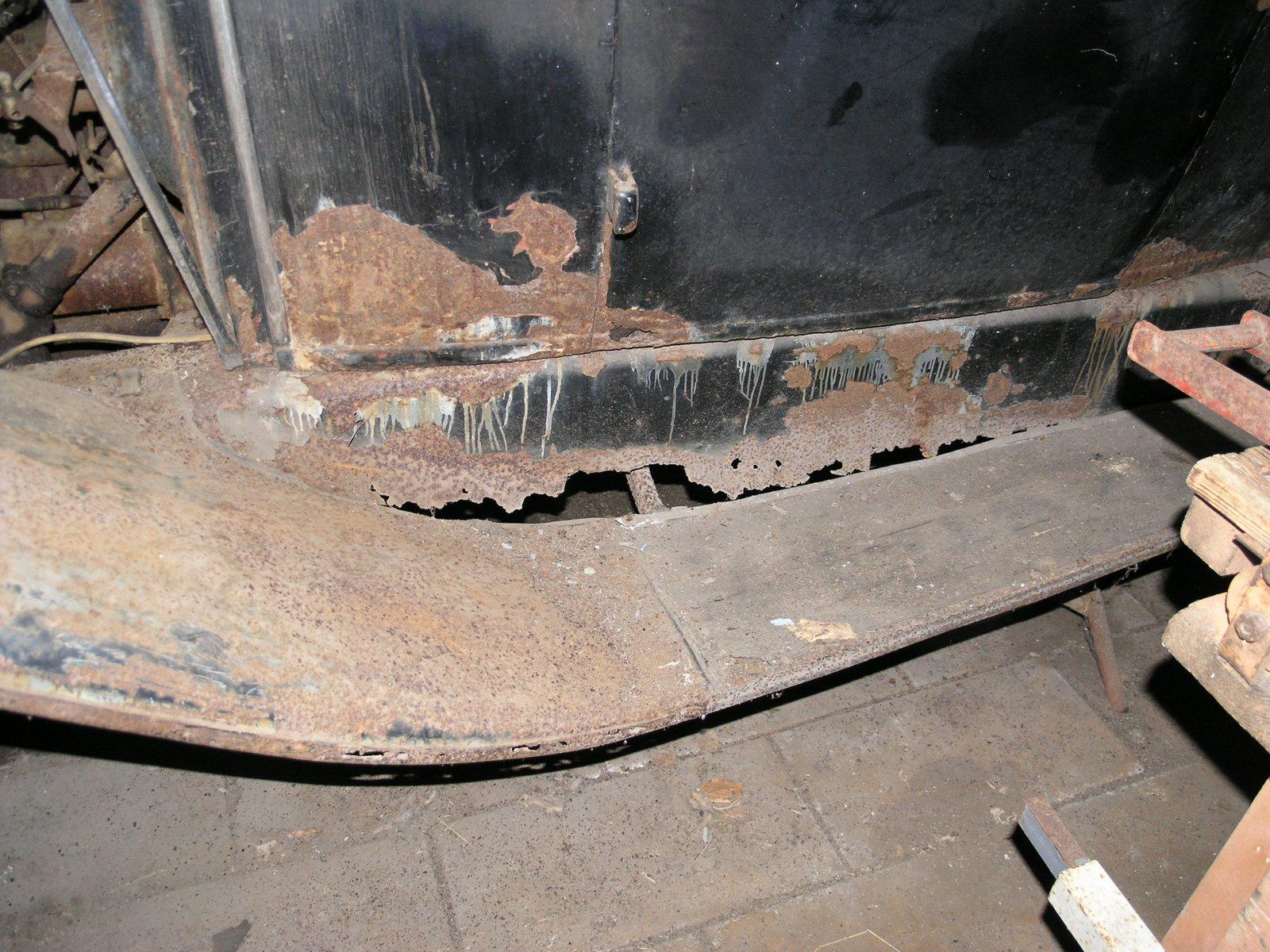 Et par nye trinbrædder trænges og reparation af lidt rustskader
